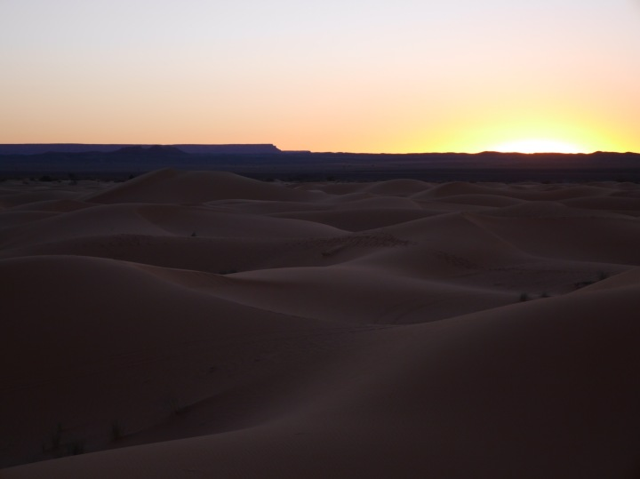 The dunes, without their colour
